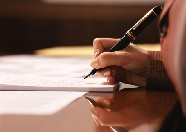 遺言書ってどうやって作るの? 遺言書の作成方法とエンディングノートについて