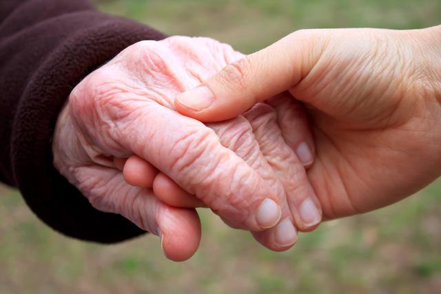 配偶者の死後に行う復氏届と姻族関係終了届の違いとは?